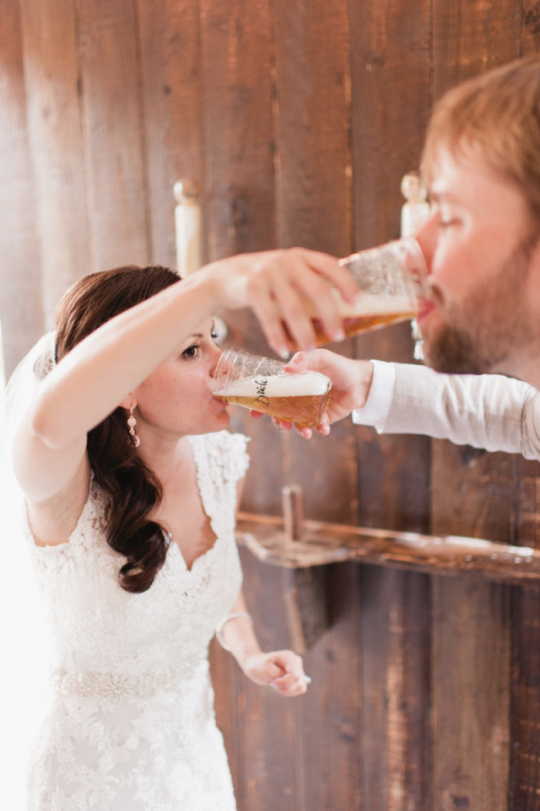 A first toast for the bride and groom | Orange Photographie
